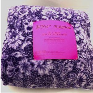 Betsey Johnson Bedding - BETSEY JOHNSON Full/Queen Ultra Soft Plush Blanket